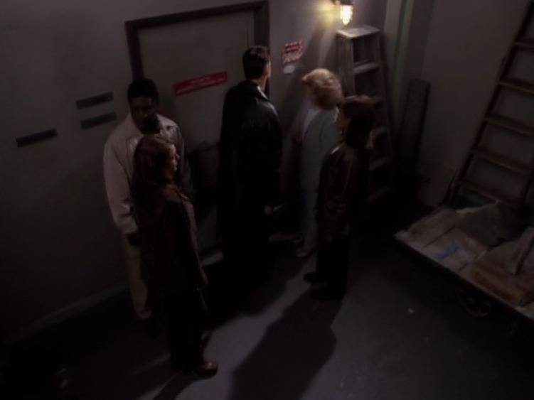 Is the next episode of The Sliders the sliders walking into a basement as The Seer watches the Sliders walk into a basement?